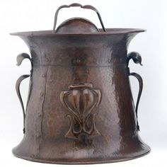 1905 Onondaga Metal Shops coal bucket in hammered copper with embossed floral design. Copper Work, Copper And Brass, Hammered Copper, Antique Copper, Art Nouveau, Arts And Crafts Furniture, Mission Oak, Art And Craft Design, Metal Shop