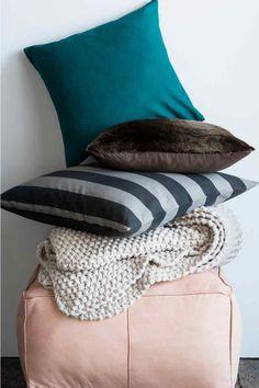 Housse de coussin en coton: Housse de coussin en toile de coton. Fermeture à glissière dissimulée.