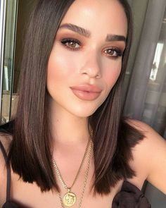 natural glam makeup looks for brunettes with brown eyes, perfectly shaped and filled in eyebrow looks for brunettes, flawless and glowing skin and dewy makeup foundation ideas for brunettes Glam Makeup, Skin Makeup, Bridal Makeup, Wedding Makeup, Makeup Tips, Beauty Makeup, Hair Beauty, Makeup Trends, Makeup Lipstick