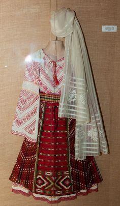 Simona's Journey!: Costum Popular Dolj, Oltenia Folk Embroidery, Embroidery Designs, Folk Costume, Costumes, Folk Clothing, Traditional Outfits, Kimono Top, Elegant, Head Piece
