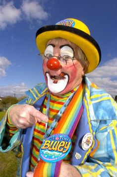 Clown Bluey - Clowns - Bluey is an experienced award-winning international professional entertainer / funny clown and children's entertainer.