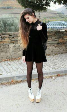 Teens in pantyhose Mode Grunge, Grunge Goth, Grunge Style, Grunge Hair, Grunge Fashion, Look Fashion, Fashion Outfits, Womens Fashion, Looks Street Style