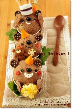 birthday bento The smile on the bottom bear is WONDERFUL!!