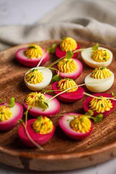 4 nosztalgikus, újragondolt húsvéti hidegtál, a legszebb terítéken | Nosalty Mini Cupcakes, Curry, Desserts, Food, Tailgate Desserts, Curries, Deserts, Essen, Postres