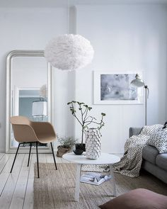 The Eos lamp by Vita Copenhagen is made from all 100% natural goose feathers, making all the Eos shades natural, bespoke and truly one of a kind. Eos gives a soft light and has a beautiful simplistic elegance,