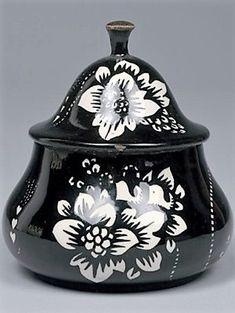 Dagobert Peche (autrichien, 1887 - 1923) Titre :     Deckeldose , 1912  Support :     ceramic, painted & glazed Taille :     11 cm. (4.3 in.)