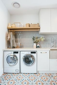 Laundry Decor, Laundry Room Design, Laundry In Bathroom, Mudroom Laundry Room, Laundry Room Inspiration, Home Decor Inspiration, Beaumont Tiles, Kyal And Kara, Deco Cool
