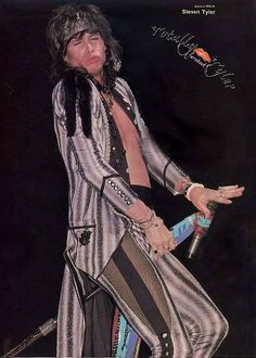 "ITZ TRIP HOPPIN THURSDAY ON FACEBOOK/TOTALLY TYLER .... CHECK US OUT WITH @IamStevenT and @aerosmith ... ""OH IT FEELS SO GOOD JUST LIKE DA WEEKEND !!"""