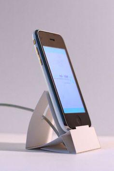 L'iPhone paper dock est un support en origami pour iPhone, à imprimer et à monter soi-même. - English instructions available