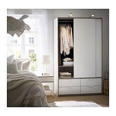 IKEA - TRYSIL, Schrank mit Schiebetüren/4 Schubl., , Schiebetüren sorgen für mehr Bewegungsfreiheit im Raum, da sie beim Öffnen weniger Platz erfordern.Leichtgängige Schubladen mit Ausziehsperre.Für perfekte Nutzung des Innenraums eignet sich SKUBB Aufbewahrung, 6er-Set.