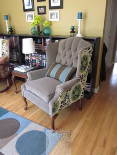 10 Surprising Tricks: Upholstery Foam How To Make upholstery furniture diy.Upholstery Foam How To Make upholstery cleaning furniture. Living Room Upholstery, Upholstery Foam, Furniture Upholstery, Upholstered Chairs, Upholstery Repair, Funky Furniture, Furniture Projects, Furniture Makeover, Royal Furniture