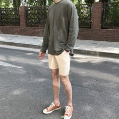 Heal Short Outfits, Trendy Outfits, Asian Men Fashion, Outfit Invierno, Gents Fashion, Mens Trends, Men Style Tips, Aesthetic Fashion, Mens Clothing Styles