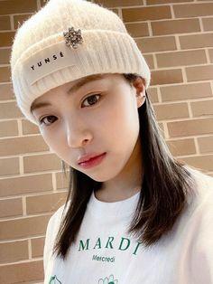 South Korean Girls, Korean Girl Groups, Cool Girl, My Girl, Knitted Hats, Crochet Hats, Little Babies, Kpop Girls, Winter Hats