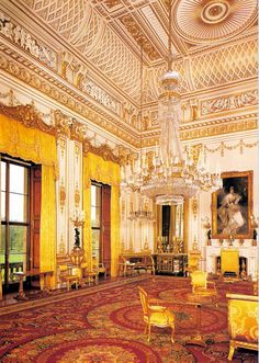 Different angle of the White Drawing Room in Buckingham Palace - oh my goodness, that chandelier is beautiful!