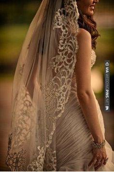 so elegant, vintage veil | CHECK OUT MORE IDEAS AT WEDDINGPINS.NET | #weddings #rustic #rusticwedding