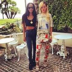 Girls in Givenchy Men's–Enjoying their downtime, singers Beyoncé and Rihanna were spotted in pieces from Givenchy's spring/summer 2014 menswear collection. Mode Rihanna, Rihanna Style, Rihanna Fenty, Rihanna Instagram, Star Fashion, Fashion News, Fashion Fashion, Latest Fashion, Photos Rihanna
