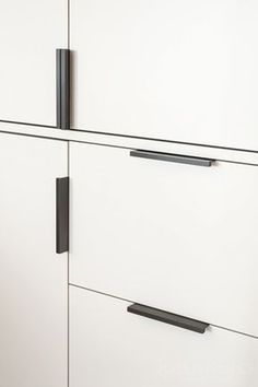 Bronze hardware - Joseph Giles Dark Bronze CUBE Cabinet Edge Pulls on Contemporary White Bespoke Cupboards Kitchen Cupboard Handles, Kitchen Pulls, Black Kitchen Cabinets, Kitchen Cabinet Hardware, Drawer Handles, Black Kitchens, White Cabinets, Black Cabinet Hardware, Bronze Kitchen