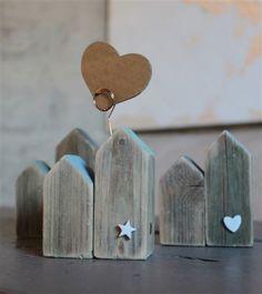 casette di legno e ceramica portafoto Pompelmo-rosa Wood Block Crafts, Scrap Wood Projects, Reclaimed Wood Projects, Diy House Projects, Wooden Crafts, Wood Blocks, Wooden House Decoration, Love Wall Art, Charming House