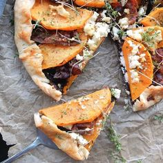 Pumpkin, caramelized onion and bacon turn into a delicious galette, serve with a fresh salade and done is brunch or lunch!