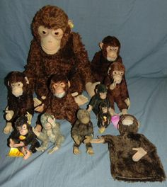Great lot of Steiff monkey's. Old Dolls, Monkeys, Puppets, Auction, Toys, Painting, Activity Toys, Rompers, Monkey