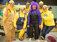 Find Despicable Me Minions Halloween Costumes for kids and adults here. Minions costumes for kids will keep them laughing at their Halloween party. Work Group Halloween Costumes, Funny Group Halloween Costumes, Cute Group Halloween Costumes, Halloween Kostüm, Halloween Costumes For Kids, Halloween Outfits, Adult Minion Costume, Minion Costumes, Diy Minion Kostüm