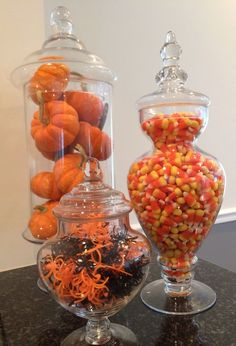 Spooky DIY Indoor Halloween Decoration Ideas For 2019 - Apothecary Jars - Fall decor ideas for the home - Decoration Haloween, Deco Haloween, Halloween Home Decor, Halloween House, Holidays Halloween, Spooky Halloween, Halloween Decorations, Pretty Halloween, Halloween Movies