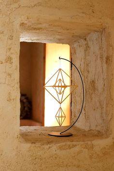 フィンランドの伝統装飾ヒンメリを作る作家山本睦子の活動紹介。麦を育て作品を作る。ワークショップを通してものづくりの楽しさを発信。こどもワークショップの企画、情報を配信中。 Straw Crafts, Straw Weaving, Wire Crafts, Beading Projects, Handmade Ornaments, Diy Arts And Crafts, Wood Toys, Geometric Designs, Diy Projects To Try