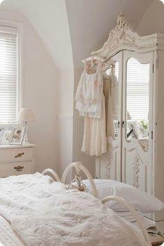 Gorgeous shabby chic bedroom via goawaycomeback http://www.whitepetalsandpearls.com