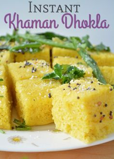 Instant Khaman Dhokla – a nutritious and irresistible Gujarati snack. Khaman Dhokla is prepared with gram flour, mixed with spices and steamed till its soft and fluffy. Instant Breakfast Recipe, Breakfast Recipes, Snack Recipes, Cooking Recipes, Veg Recipes, Delicious Recipes, Recipies, Tasty, Gujarati Recipes
