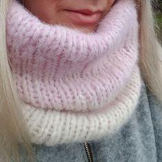 Ravelry: Alpaca Hugs Cowl pattern by Jana Tarhala free pattern Fluffy Sweater, Angora Sweater, Gros Pull Mohair, Chunky Knitwear, Thick Sweaters, Wool Sweaters, White Face Mask, Knitting Patterns Free, Free Knitting
