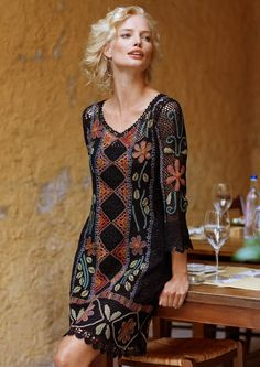 crochelinhasagulhas: Vestido de crochê preto com coloridos