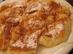 Παραδοσιακή νόστιμη γαλόπιτα. Η διαφορά βρίσκετε στα φύλλα που ενδιάμεσα τα πασπαλίζουμε με μείγμα από καρύδια, αμύγδαλα, κανέλα , ζάχαρη. Γίνονται τραγανά και καραμελένια. Αν θέλετε βάλτε και 2 φύλλα στην επιφάνεια της πίτας με Greek Sweets, Greek Desserts, Greek Recipes, My Recipes, Favorite Recipes, Cookbook Recipes, Cooking Recipes, Low Calorie Cake, The Kitchen Food Network
