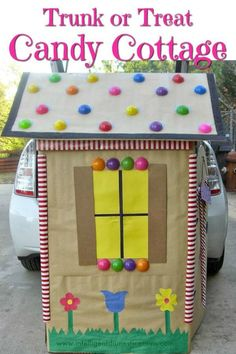 How to make a candy house like Hansel and Gretel would love for your Trunk or Treat design! It's our Trunk or Treat Candy Cottage made from a cardboard box! You will need a stove box. Hansel and Gretel House made from cardboard. Trunk or Treat idea for ca Hansel And Gretel Costumes, Hansel And Gretel House, Hansel Y Gretel, Halloween Car Decorations, Halloween Themes, Halloween Popcorn, Fall Halloween, Halloween Pumpkins, Happy Halloween