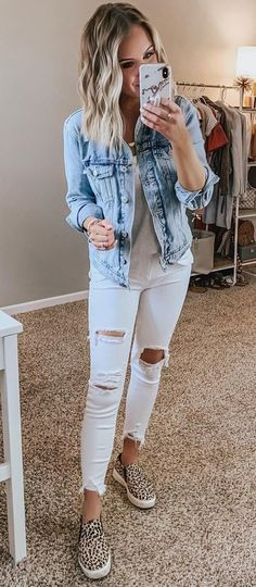 Jeans are versatile bottoms you can wear all weekend long. In today's post I want to share with you casual jeans outfit ideas you might want to wear on repeat. Mode Outfits, Trendy Outfits, Spring Outfits, Fashion Outfits, Club Outfits, Hijab Fashion, Winter Outfits, Girl Outfits, Fashion Tips