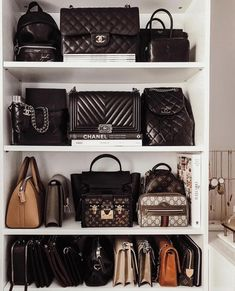 Not all of us have the money to spend on a wardrobe full of designer bags. What if you could own just 1 beautiful vintage, designer or quality bag. Which one would you choose gt;Click through to read 5 buying tips! Luxury Bags, Luxury Handbags, Purses And Handbags, Replica Handbags, Designer Handbags, Mochila Kanken, Bag Closet, Fake Designer Bags, Sacs Design