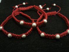 pulseras macramé rojas Beaded Bracelets, Jewelry, Fashion, Moda, Jewels, Fashion Styles, Pearl Bracelets, Schmuck, Jewerly