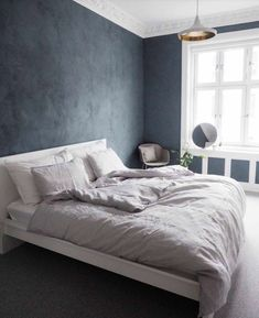 Dark and dramatic 37 give your bedroom a glam makeover with black accent wall 1 Bedroom Colors, Room Decor Bedroom, Black Bedroom Design, Black Accent Walls, Blue Wall Decor, Kitchens And Bedrooms, Beautiful Bedrooms, Diy Home Decor, Ikea