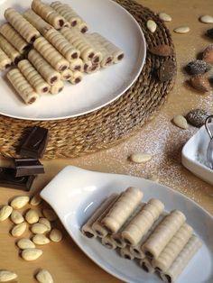 Huesos de Santo de chocolate (sin gluten, sin lactosa y sin huevo). Postre típico del día de Todos los Santos, se elaboran a base de mazapán y se rellenan tradicionalmente con yema.