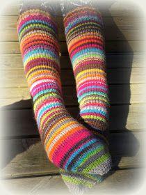 Arkimamman Arkiralli: Räsymattosukat varpaista varteen Knitting Socks, Sheep, Diy And Crafts, Rainbows, Magic Loop, Crochet, Threading, Knitting Loom Socks, Crochet Hooks