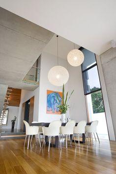 Amalfi Drive Residence by BGD Architects colgante entrada de doble altura