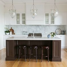 Come take a tour of this beautiful Hamptons style kitchen, in Melbourne, Australia.