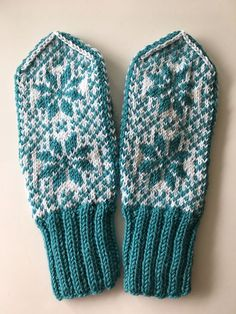 Ravelry: Vått pattern by Anita Kvendseth Knitting Charts, Free Knitting, Free Crochet, Knit Crochet, Knitting Patterns, Mittens Pattern, Knit Mittens, Knitted Gloves, Applique Quilt Patterns