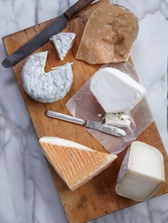 Mandatory for any dinner party: an interesting collection of cheeses for the cheese platter! Serve either before dinner as appetizers or before dessert. #saveur  #dinnerparty