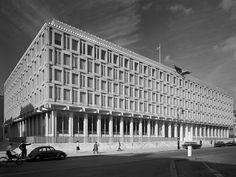 The American Embassy in London by Eero Saarinen (1955-60).