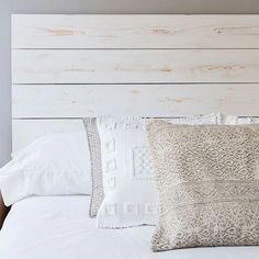A dormir! Zara Home Bedroom, Room Design Bedroom, Bedroom Decor, Comfy Bedroom, White Bedroom, Wood Headboard, Diy House Projects, Diy Bed, New Room