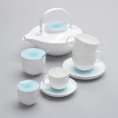 Bodo Sperlein Webshop | Catalog Products | Macaroon Teapot with strainer