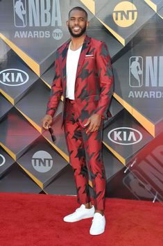 The Best (and Most Completely Over-the-Top) Looks From the NBA Awards African Wear Styles For Men, African Shirts For Men, African Dresses Men, African Clothing For Men, African Men Fashion, Red Clothing, Nba Fashion, Mens Fashion Suits, Suits And Sneakers