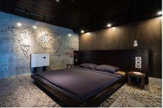 Phòng ngủ diện tích lớn nhưng bài trí khá đơn giản.