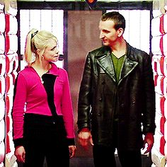 This is my new all time favorite GIF and this is why I love 9 and rose more then 10 and rose