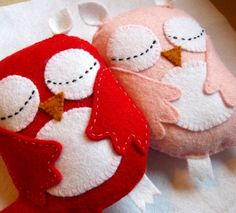 Valentine Sleepy Owls - Red / White and Pink / White - Love, Friendship on Etsy Fabric Crafts, Sewing Crafts, Sewing Projects, Craft Projects, Owl Crafts, Crafts For Kids, Arts And Crafts, Felt Owls, Felt Animals